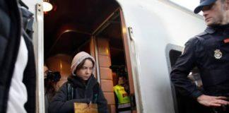 Greta arriva in Treno