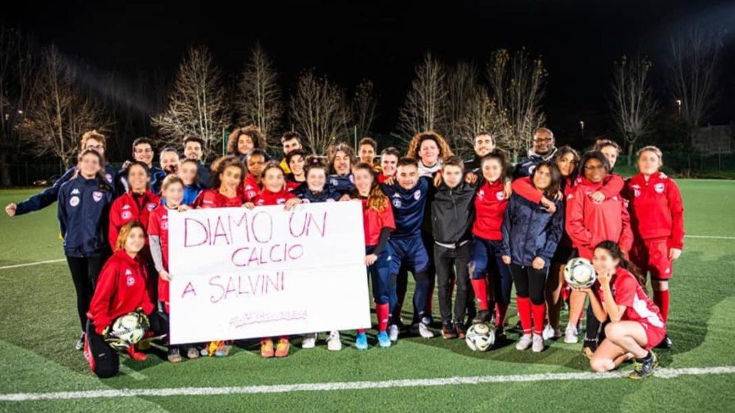 La squadra di calcio femminile dell'Ancona Respect