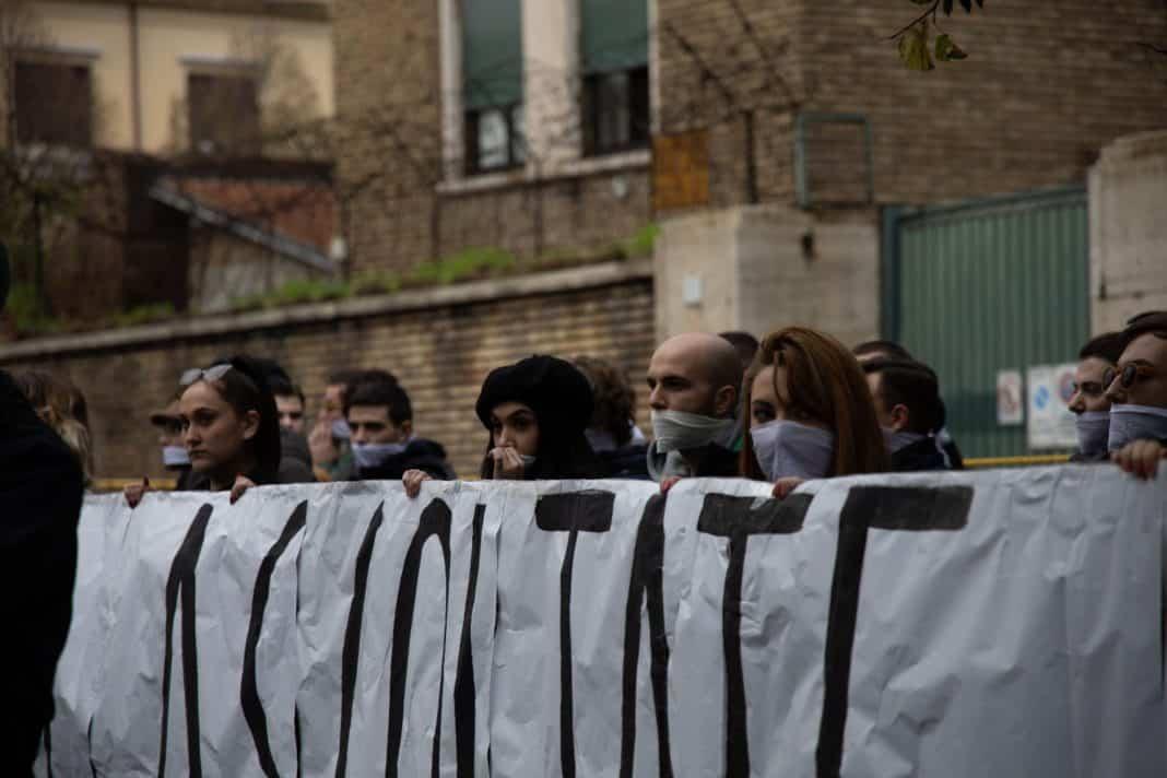 studenti imbavagliati, roma