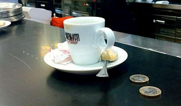 Tunisino aggredisce barista per caffé troppo costoso