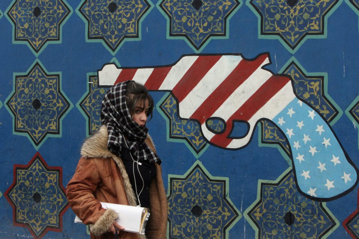 Iran-Usa, scontri e misteri: tra agenti della Cia uccisi, jet precipitati e soldati feriti