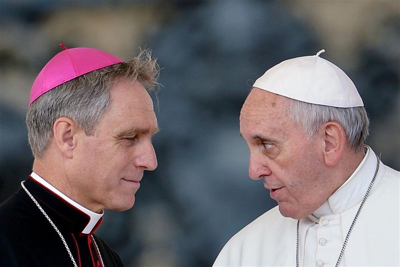 Vaticano, stampa tedesca: Francesco congeda monsignore Gaenswein