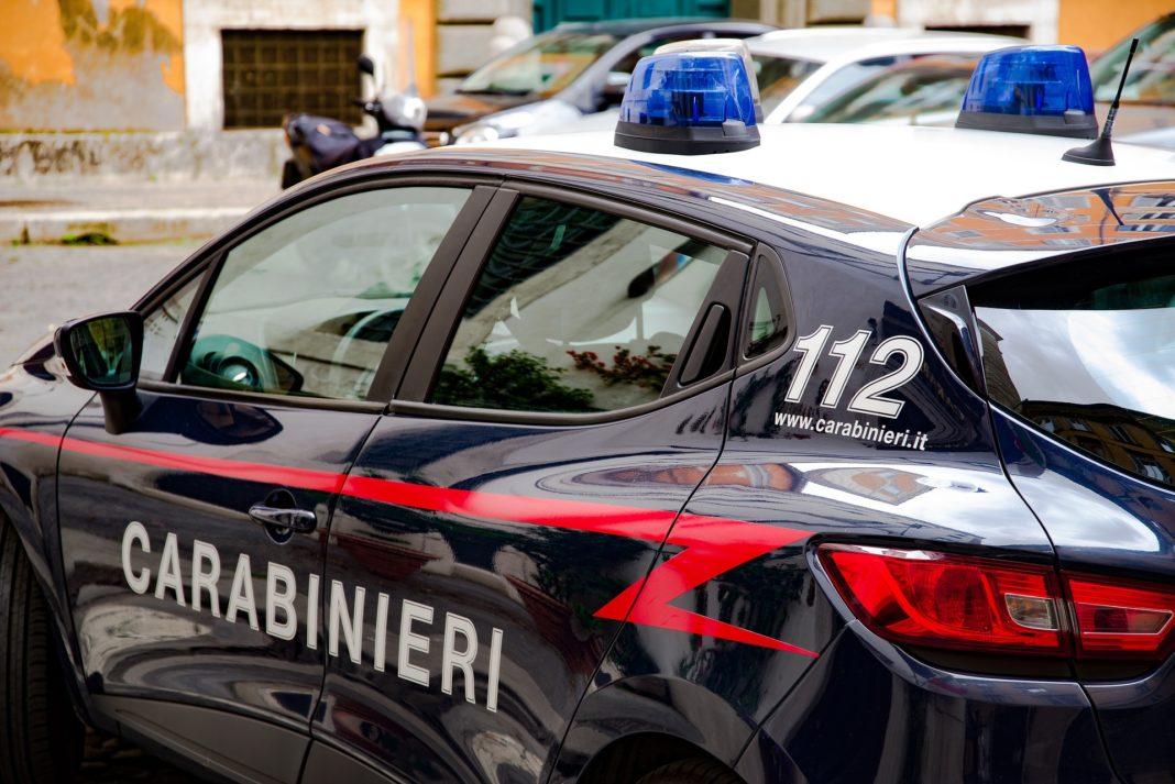 Massa, auto carabinieri