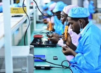 fabbrica di cellulari in uganda