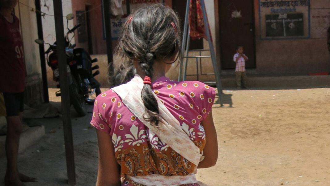 India, bambina