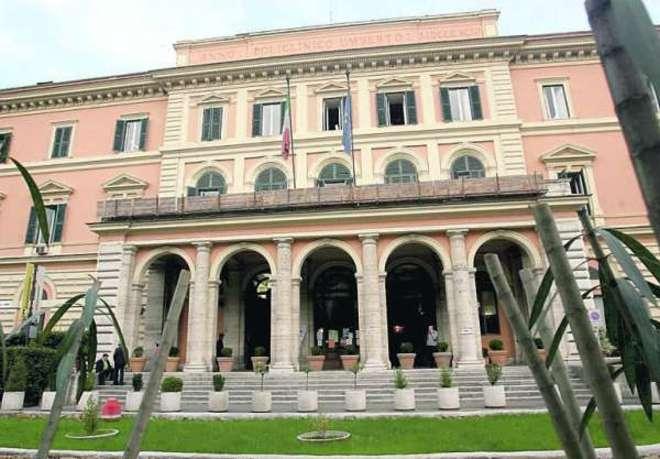 Coronavirus, nove medici infettati all'Umberto I di Roma