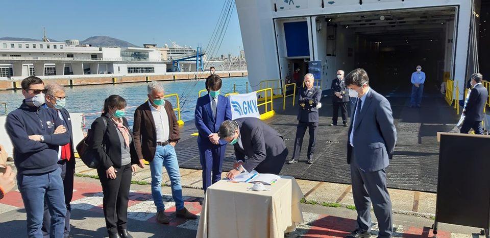 Genova, prima nave ospedale per coronavirus