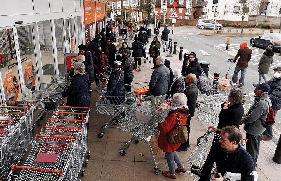 Coronavirus, Regno Unito nel caos supermercati