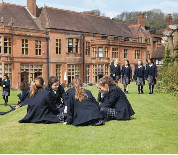 Scuola inglese aperta con coronavirus