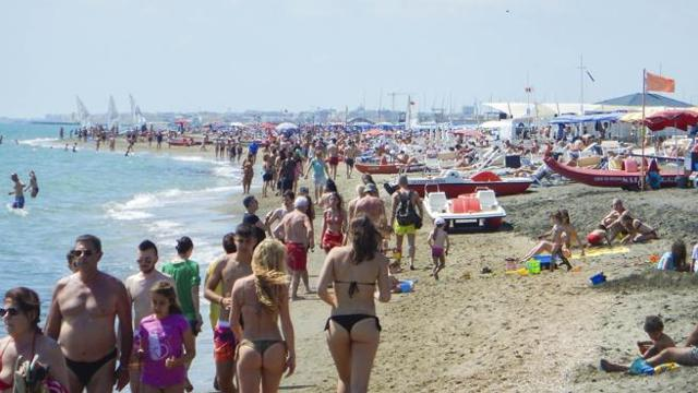 Ostia, spiagge prenotate via app?