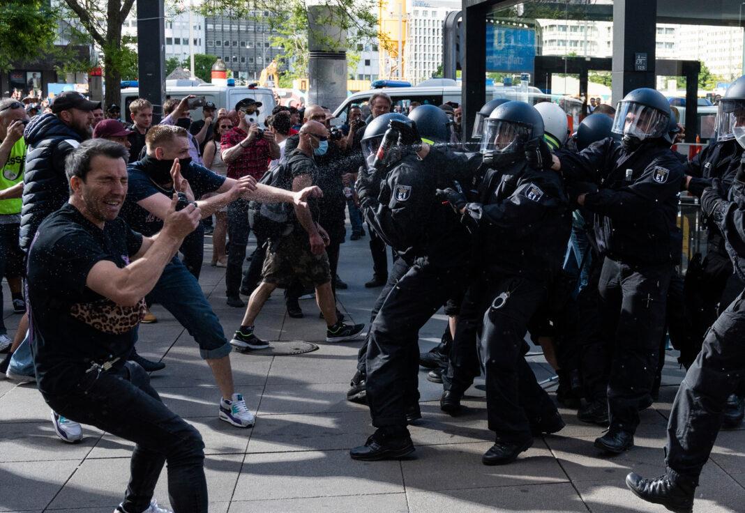 manifestazioni europa lockdown