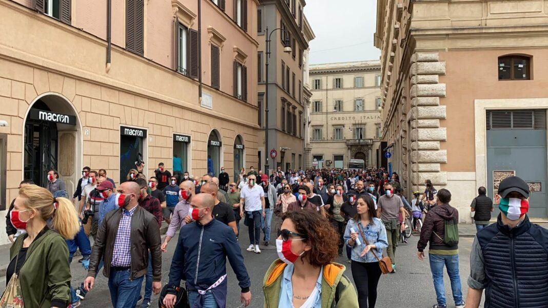 mascherine tricolori roma