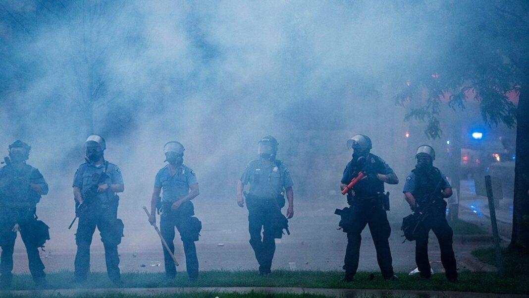 Caos a Minneapolis, proteste contro la polizia