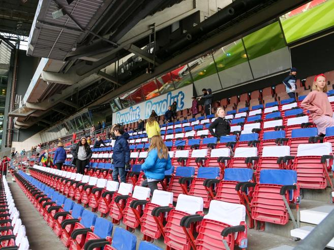 Danimarca, si va a scuola allo stadio