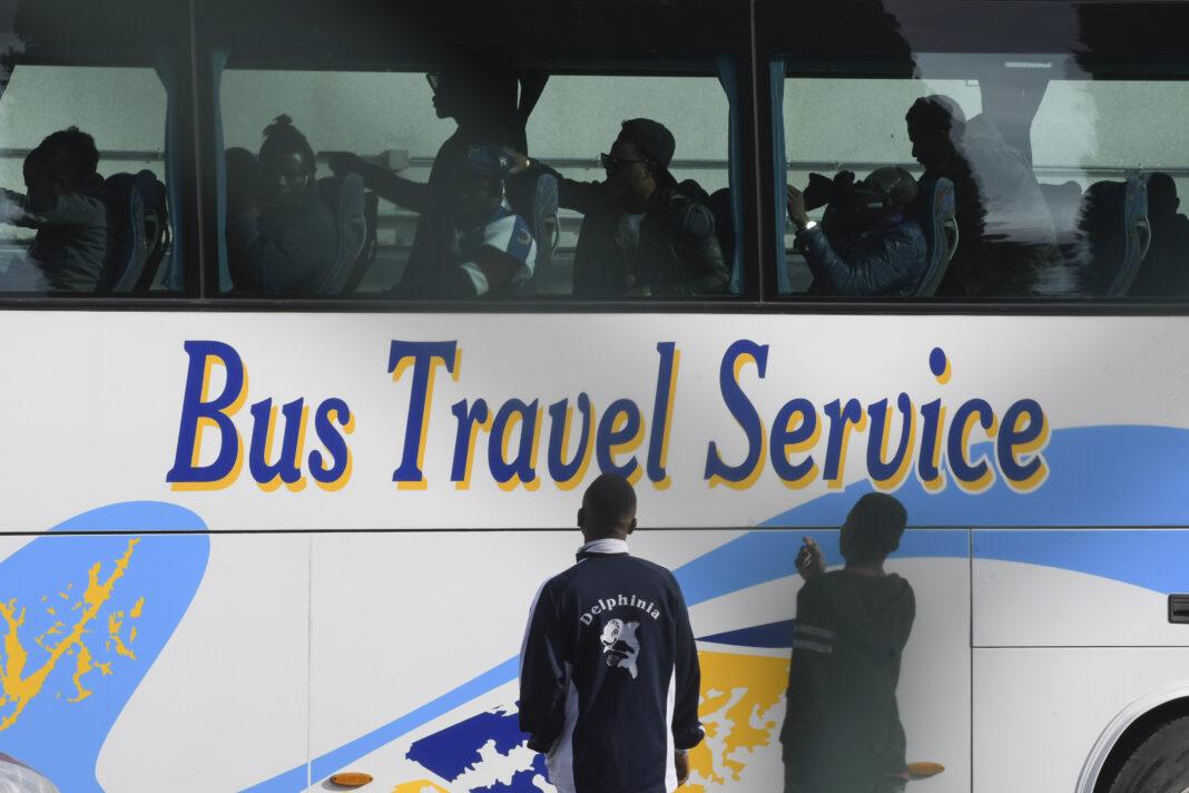 immigrati, bus