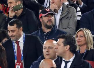 """Salvini """"Il calcio riparta"""""""