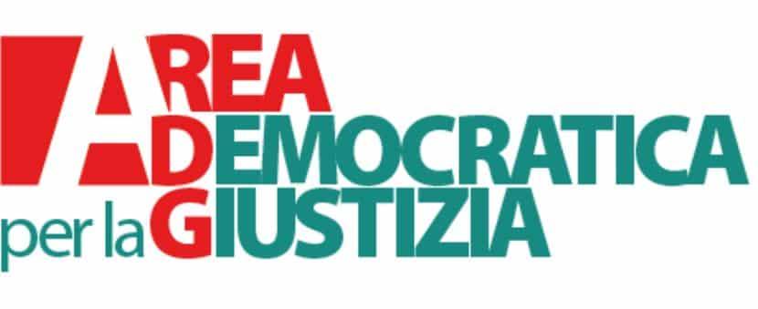 Antifascista, di sinistra e pro immigrazione: chi è Eugenio