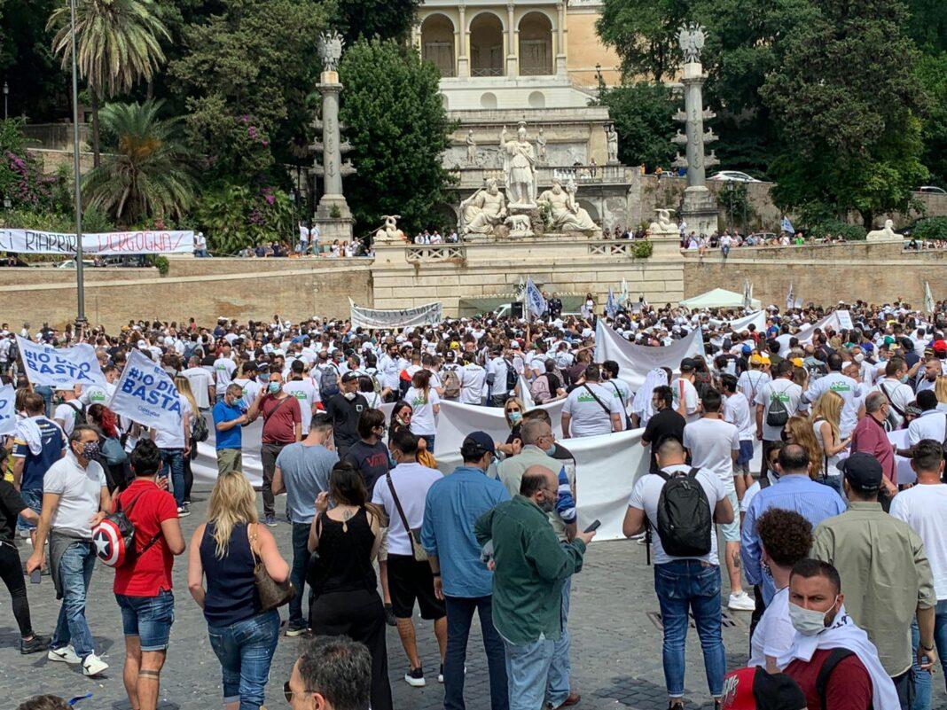 gioco pubblico in piazza a Roma