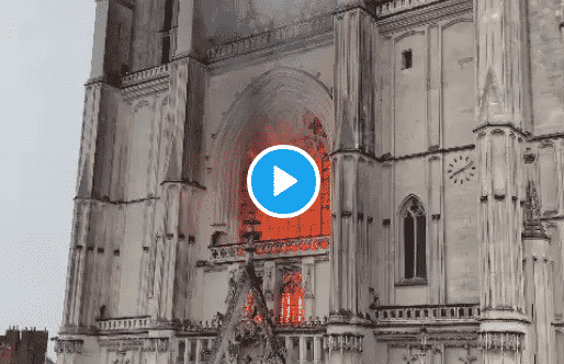 fiamme cattedrale Nantes