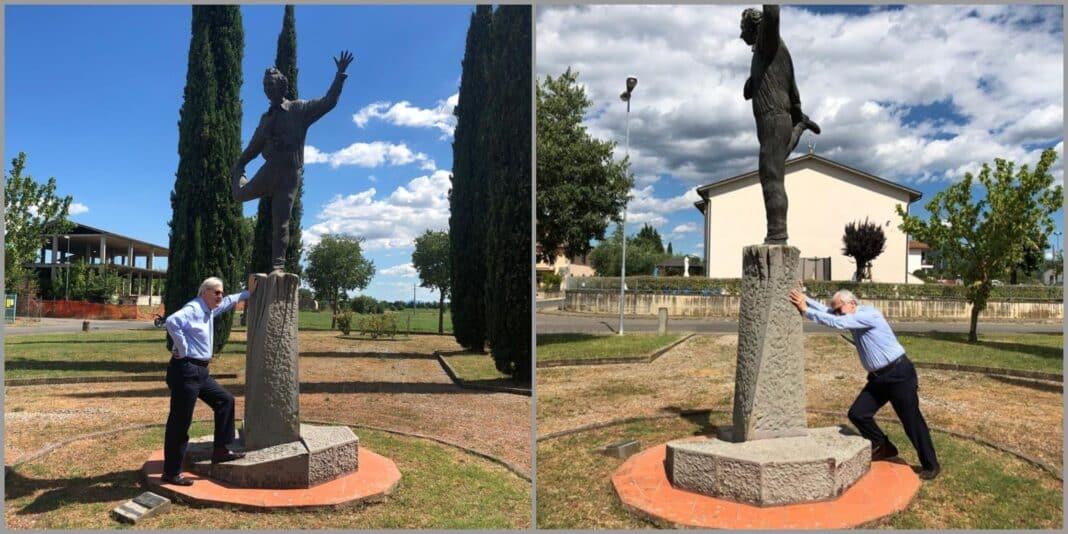 Sgarbi, statua Benigni