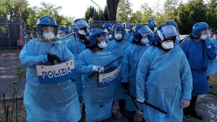 poliziotti puffi immigrati rocca di papa