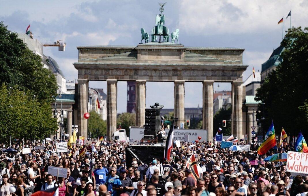 Berlino protesta Covid-19