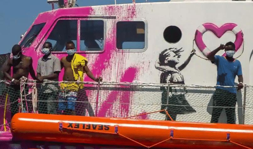 Come Banksy ha finanziato una Ong che salva migranti nel Mediterraneo