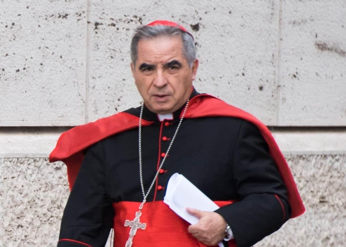 Vaticano, lascia il cardinale Becciu. Il Papa accetta le dimissioni