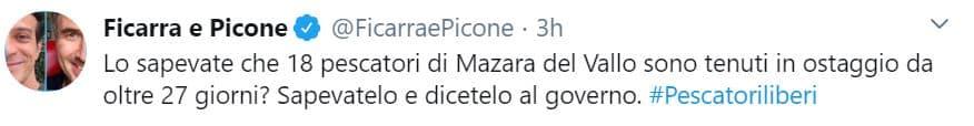 """Libia, i familiari dei pescatori italiani sequestrati si incatenano a Montecitorio: """"Il governo ci ha abbandonato"""" (Video)"""