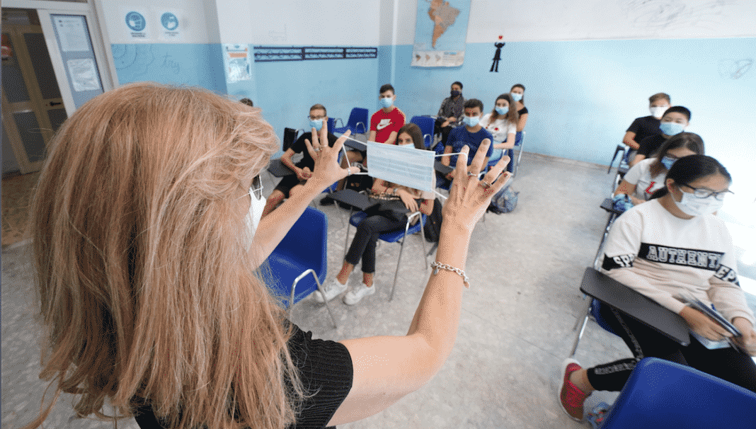 scuola globalista educazione civica mascherina