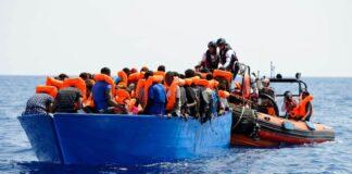 immigrati, barconi