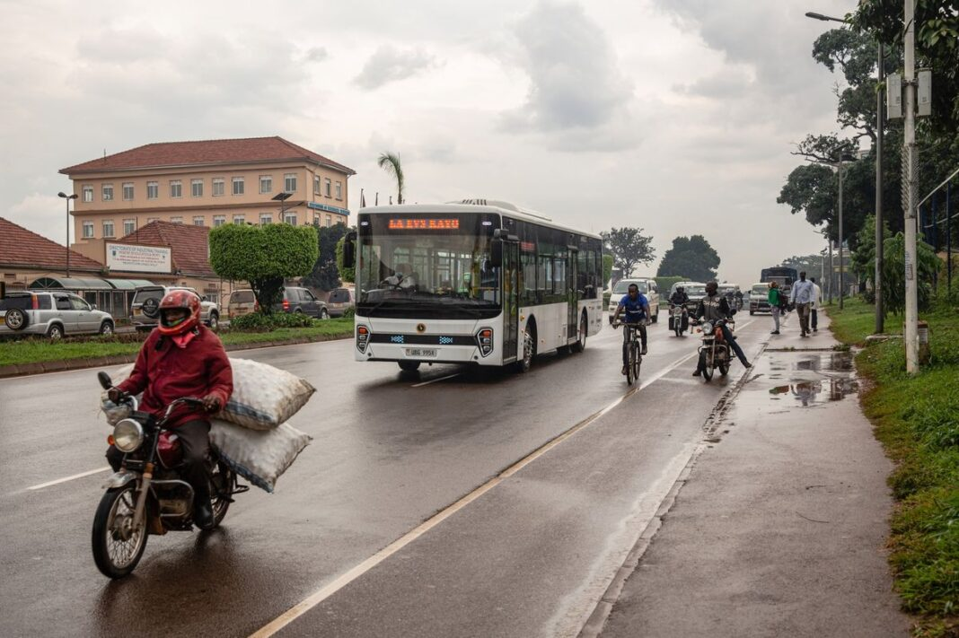 Uganda, autobus