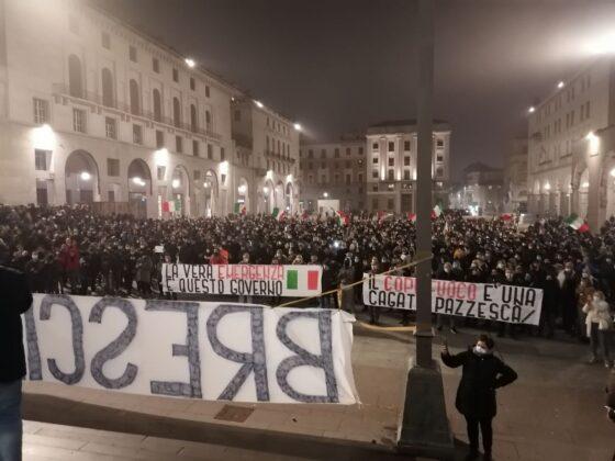 Brescia manifestazione stranieri bomba