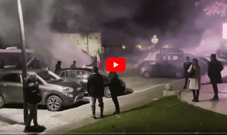 Ascoli lacrimogeni manifestanti mascherine tricolori