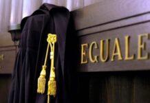 Avvocato rinuncia difesa