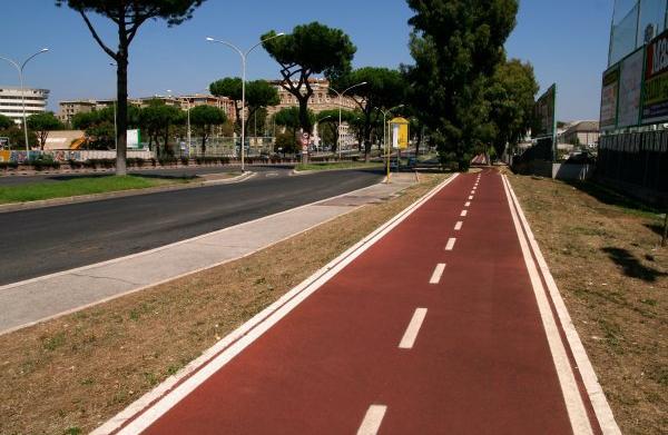 Roma, pista ciclabile