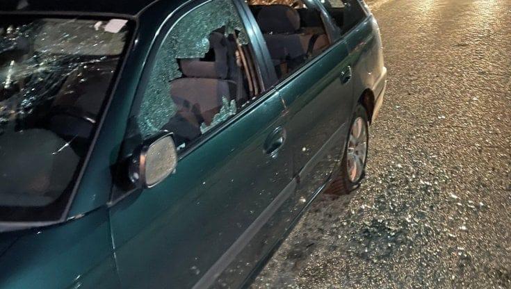 Tre ragazzi di Fratelli d'Italia aggrediti, un'auto distrutta. Ma dalle istituzioni nessuna condanna
