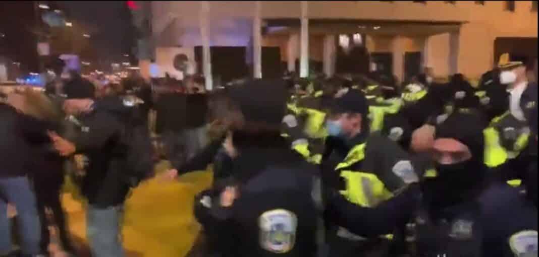 Trump fan scontri polizia
