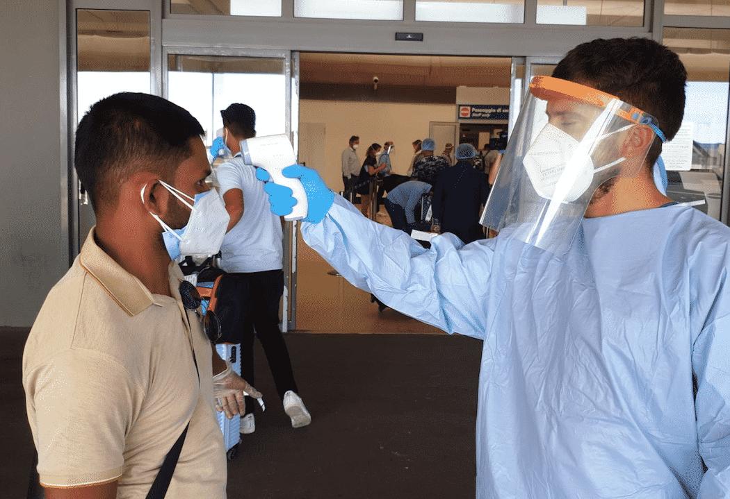 tampone aereo immigrati clandestini