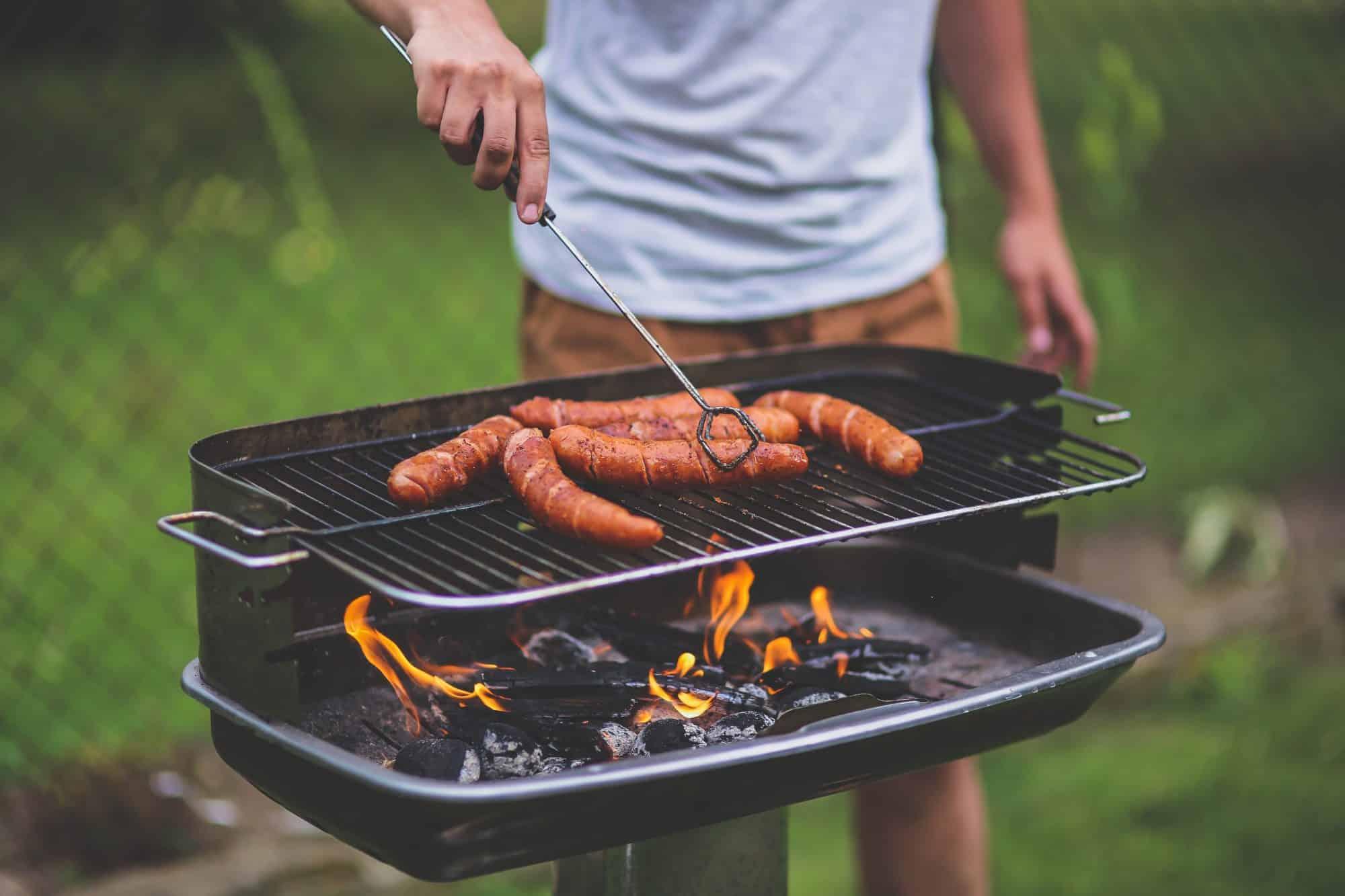 """Brighton, adesso i verdi vogliono abolire il barbecue: """"Inquina, troppe emissioni"""""""