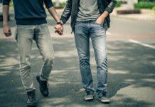Immigrato aggredisce omosessuali