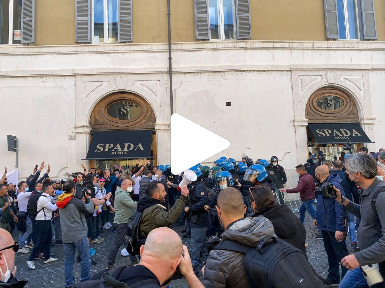 Protesta ristoratori oggi a Roma, scontri a Montecitorio