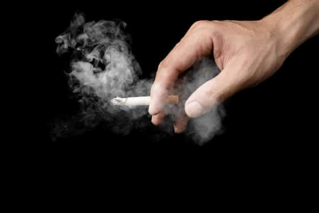 Accoltella sigaretta Roma
