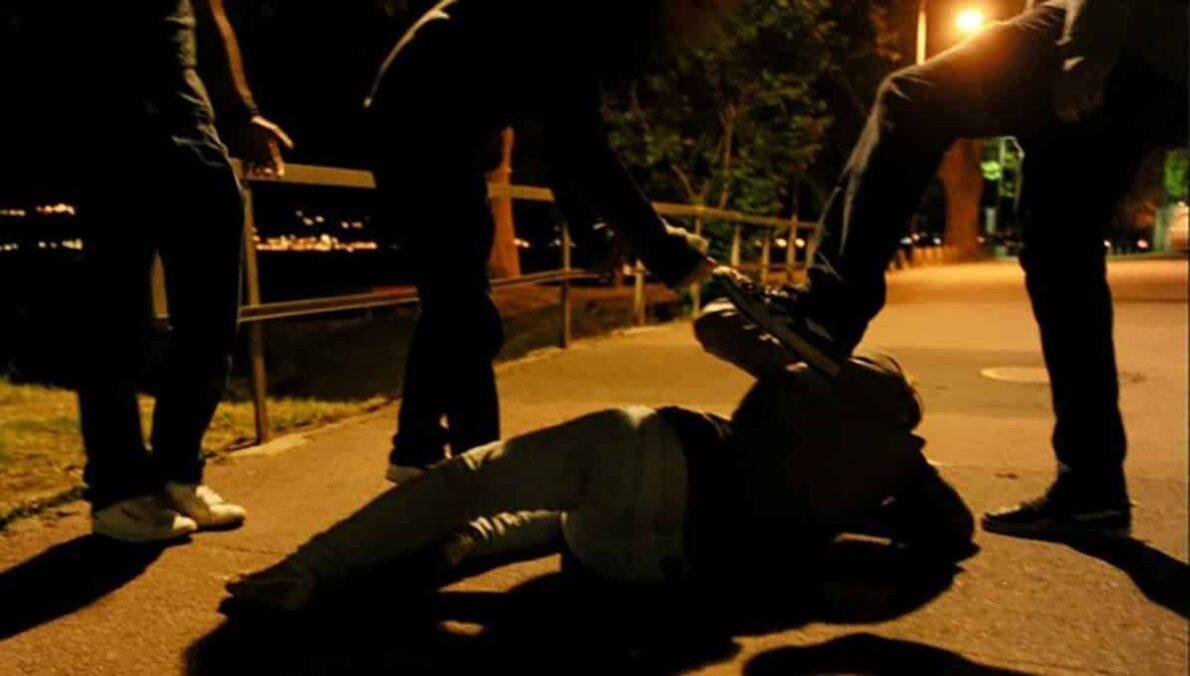 Roma, cameraman di Sky picchiato al grido di ?Sporco bianco, ti sparo?