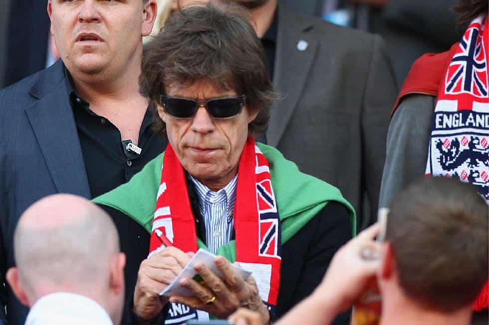 """Mick Jagger e la leggenda sulla """"sfiga calcistica"""": tutto ciò che tifa perde"""