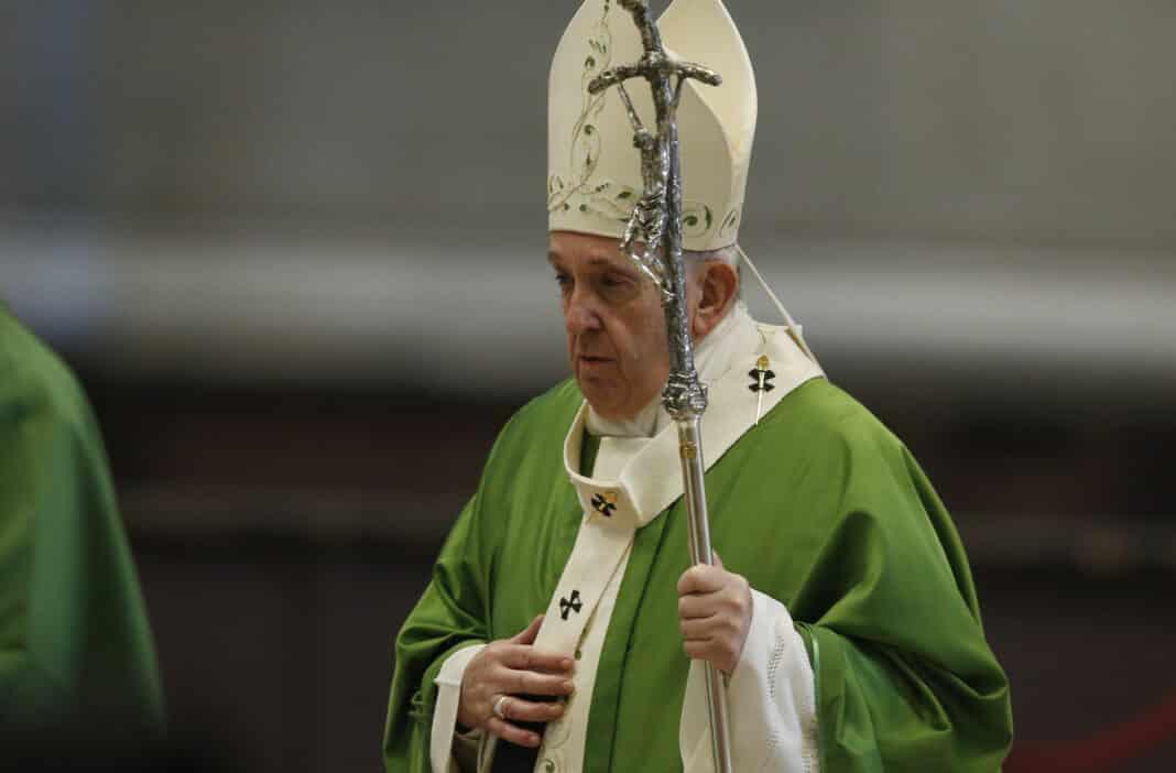 Papa Francesco ricoverato