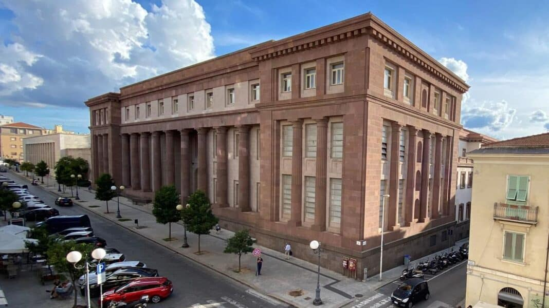 saluto romano, tribunale sassari