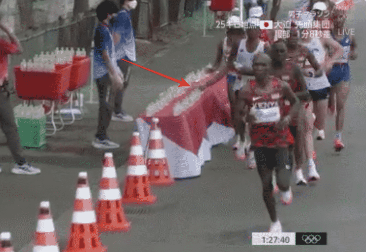 bottiglietta acqua maratoneta olimpiadi