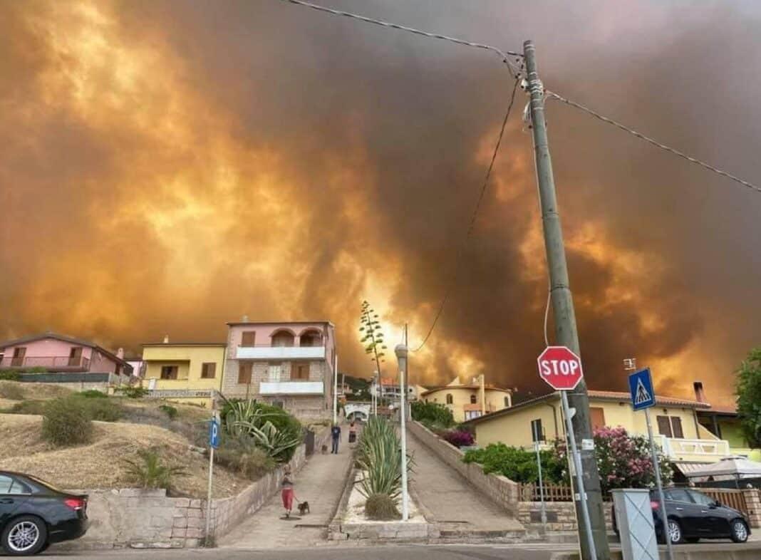 Calabria Sicilia, bruciano