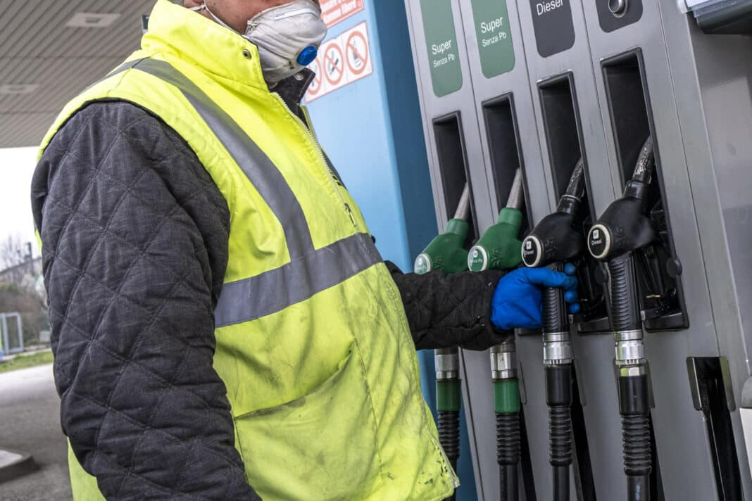 benzina cara, prezzo
